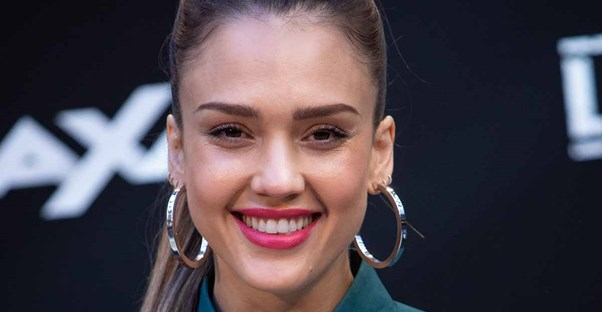 30 Stars Who Smoke main image