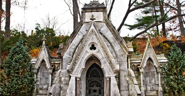 15 Hauntingly Beautiful Mausoleums Around The World main image