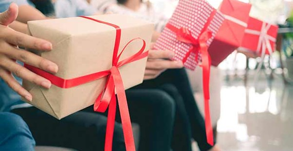10 Alternatives to Traditional Gift Giving