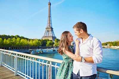 Couple standing in front of the Eiffel Tower